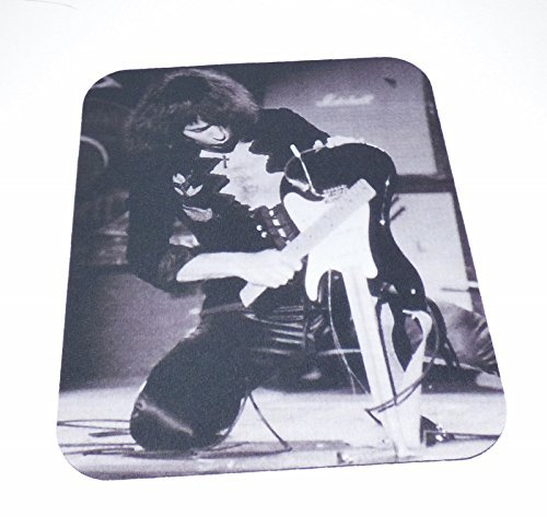 ritchie-blackmore-his-broken-guitar-computer-mouse-pad-rainbow