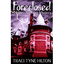 Foreclosed: A Mitzy Neuhaus Mystery (English Edition)