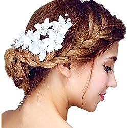 Tocado lateral de novia con flores blancas