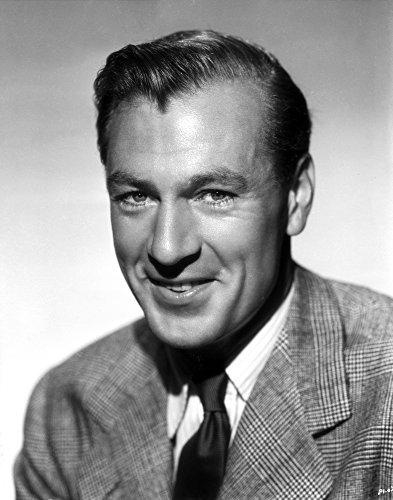 The Poster Corp Gary Cooper Smiling in Suit with Gray Background Photo Print (60,96 x 76,20 cm) (Gary Cooper-poster)