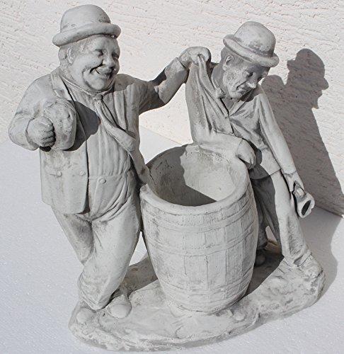 Unbekannt Beton Figur Dick und Doof mit Bierkrügen am Fass zum Bepflanzen H 40 cm Dekofigur und Gartenskulptur