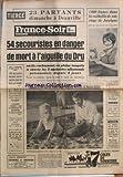 FRANCE SOIR du 21/08/1966 - 54 SECOURISTES EN DANGER DE MORT A L'AIGUILLE DU DRU SAHARA A 30 KM DE PARIS POUR MICHELE MERCIER ET DANIEL GELIN 1000 FRANCS DANS LA CORBEILLE DE MARIAGE DE JOSCELYNE 700 PERSONNE VIVRAIENT ENCORE SOUS LES RUINES DE VARTO EN TURQUIE LA VICTIME DE LA MALLE SANGLANTE A WASHINGTON - ASSASSINS CRIENT LES MANIFESTANTS US PRO-VIETCONG NATATION - AUX CHAMPIONNATS DES U.S.A. - RECORD POUR SCHOLLANDER - LA 2EME PASSION DE KILLY