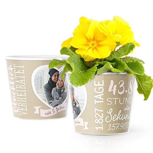 Hölzerne Hochzeit Deko - Blumentopf (ø16cm) | Geschenk zum 5.Hochzeitstag für Mann oder Frau mit Herz-Bilderrahmen für ein gemeinsames Foto (10x15cm) | Glücklich verheiratet seit 5 Jahren