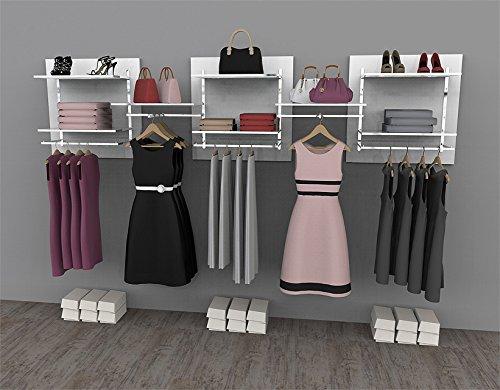 Soluzione compatta e componibile per cabina armadio o guardaroba comprensiva di accessori appendiabiti e mensole. struttura cromata, pannelli e mensole in legno color bianco lucido