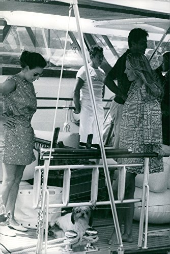 vintage-photo-of-princess-margaret-in-a-yacht