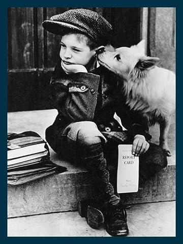 Bild mit Rahmen Lou Gardner - National Dog Week 1949 - Holz blau, 30 x 40cm - Premiumqualität - Fotokunst, kleiner Junge, Bub, Hund Ranzen, Bücher, Schüler, Trost, nachdenklich, Nostalgie - MADE IN GERMANY - ART-GALERIE-SHOPde