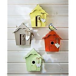 Casa de pájaros de madera con corazón