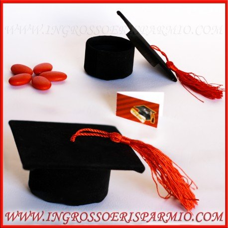 Scatolina portaconfetti a forma di tocco nero con nappina rossa rivestito di tessuto vellutato,si apre al centro per confettate - bomboniere laurea (kit 48 pz)