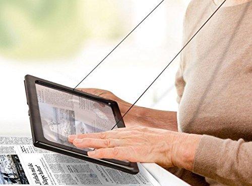Zeitungslupe Vergrößerungsglas Leselupe - Lupe OMALU - für Senioren zum Umhängen - Geschenk für Oma - A4 Format- LED Beleuchtung - Senioren Vergrößerungslupe Lesehilfe Zeitung Buch - Maße: ca. 28x20x2cm - 9