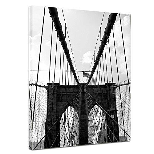 Wandbild - New York Bridge I - Bild auf Leinwand - 50 x 60 cm - Leinwandbilder - Bilder als Leinwanddruck - Städte & Kulturen - Amerika - Brooklyn Bridge in schwarz weiß (Filme Original Godzilla)