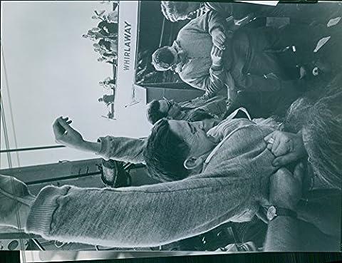 Vintage Photo de 1962Père James Keller relevant Sa Main et tout en riant dans la foule.