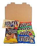 Confezione Piccola di Snack Americani M&M's | Caramelle e Cioccolato per Idea Regalo di Natale e Compleanno | Vasta Gamma tra cui M&M Burro di Arachidi, M&M la Menta | Confezione Vintage di Cartone