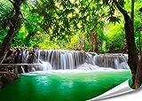 PMP-4life XXL Poster Wasserfall in Thailand Natur HD 140cm x 100cm Hochauflösende Wand-dekoration Bild für Wandgestaltung Wandbild | Fotoposter Landschaft Bäume Wasser Dschungel | + GRATIS Poster