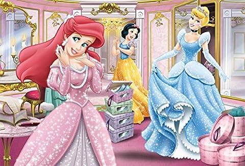 """""""Princess"""" Puzzle 100 Teile Gleich hundert Puzzle-Teile müssen hier gelegt werden, damit die bekanntesten Disney-Prinzessinnen zusammen ein Gesamtbild ergeben. Das Puzzle um Schneewittchen, Cinderella und Arielle richtet sich an Kinder ab fünf Jahren, denn hier sind Konzentration und Aufmerksamkeit gefragt."""
