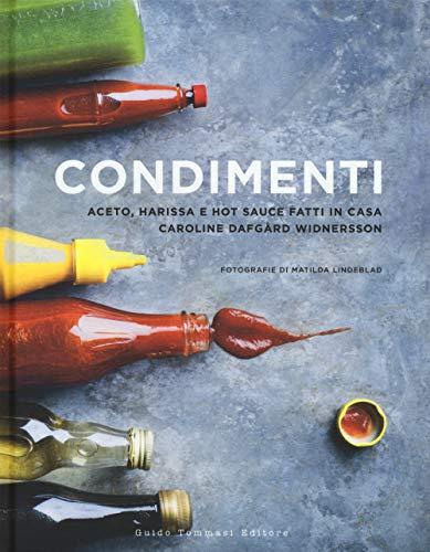 Condimenti. aceto, harissa e hot sauce fatti in casa