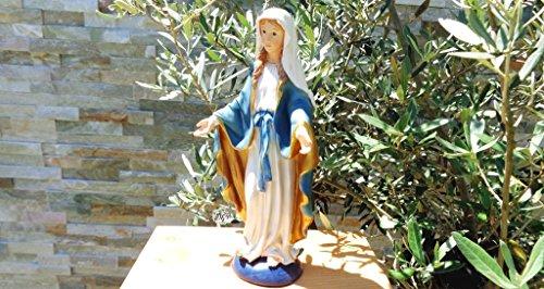 7 - 8 cm ÖLBAUM - HANDBEMALTE Betende Madonna, Heilige Maria mit gütigem Blick, mit weißem Kleid und blauem Umhang / Mantel, mit blauen Kordeln und geöffneten Händen, Marienfigur barfuß als Symbol von Unschuld und gegen alle Sünden - alle ÖLBAUM HEILIGEN- und Krippenfiguren zeichnen sich durch extrem sauber gearbeitete und präzise Gesichtszüge der Figuren aus, coloriertes Holzfiguren- bzw. Echtholzimitat, sehr schlanke Form, standfest und handbemalt (Blau Kleid Bischofs)