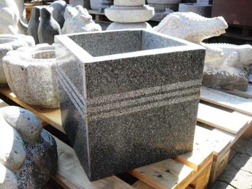 floristikvergleich.de Blumentopf aus Granit 30 x 30 x 30 cm – Pflanzschale Granittrog Trog