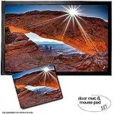 Set: 1 Fußmatte Türmatte (60x40 cm) + 1 Mauspad (23x19 cm) - Schluchten, Mittagssonne Über Dem Mesa Arch, Canyonlands National Park, USA