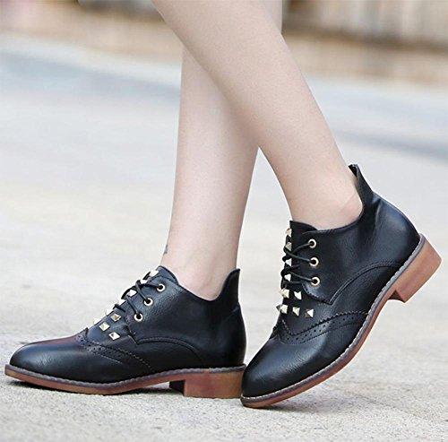 La signora della molla e scarpe autunno con grossi stivali in pizzo stivali donne single rivetti stivali femminili a punta Black