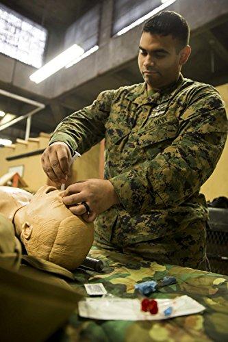 NAVY HOSPITAL CORPSMAN & USMC FIELD MEDICAL SERVICE TECHNICIAN FMST TACTICAL COMBAT CASUALTY TCCC 2013 & 2014 STUDENT HANDBOOK (English Edition) (Corpsman Marine)
