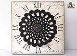 Cuadro crochet adorno de pared, Wall Art: Mandala creativo, lámina decorativa sobre corcho con mandala marrón y detalle de reloj color bronce. Pieza única. Listo para enviar.