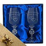 50 Aniversario de bodas de oro, Un par de copas de vino de cristal en caja de presentación con...