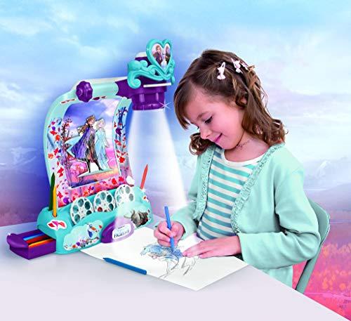 Magic Artist - Frozen 2 Magic Scenes, Proyector para Dibujar y Pintar, para Niños y Niñas a Partir de 3 Años, Multicolor (Famosa 700015386)