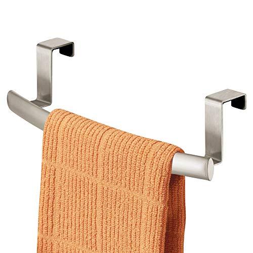 mDesign Geschirrtuchhalter für die Küche - Handtuchhalter zum Einhängen in die Küchenschranktür - rostfrei beschichteter Badetuchhalter aus Metall - mattsilberfarben