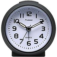 Reloj despertador Plumeet pequeño, silencioso, perfecto para viajar, con función snooze y luz de noche, color bonito para niños, alarma con sonido ascendente, fácil de configurar, tamaño práctico, con pilas (Negro)