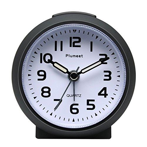 Kleine Uhr, Plumeet nicht tickender Analog Quarzwecker mit Schlummermodus und Nachtlicht, niedlicher Farbe für Kinder, ansteigendem Soundalarm, einfach einzustellen, Handgerät-Größe(Schwarz)