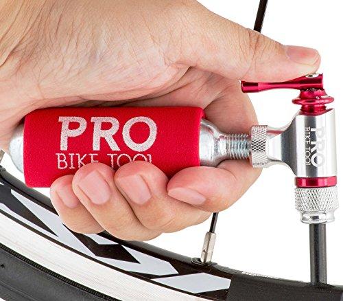 CO2-Inflator von PRO BIKE TOOL - Schnell und Einfach - Presta & Schrader Ventil Kompatibel - Kartuschenpumpe für Rennrad & Mountain-Fahrräder - Isolierte Hülle - Keine CO2 Kartuschen enthalten - 6