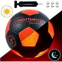 Original Night Match leuchtfuss con pelota & Bomba para pilas–Black Edition–Pelota de fútbol–, claro infantil de Sensor activado LED de iluminación–Tamaño 5–Oficial tamaño & Peso
