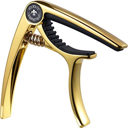 Capo Deluxe für die Gitarre, Ukulele, Banjo, Mandoline, Bass - Kapo Aus hochwertiger Zinklegierung hergestellt für 6 & 12-saitige Instrumente - Luxus Accessoires von Nordic Essentials™ - Garantie auf Lebenszeit (Metallic-Gold-Nugget)