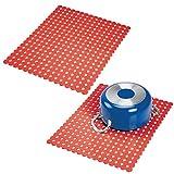 mDesign Set da 2 Tappetini per lavello - Soluzione antigraffio per proteggere le superfici del lavandino - Sgocciolatoio in PVC extra-large adattabile alle dimensioni del lavandino - rosso
