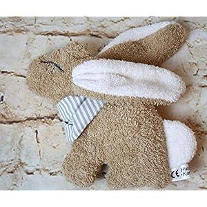 Der knuffige Hase Edda, aus weichem Frottee, auch mit Handtuch und Namensbestickung auf dem Halstuch