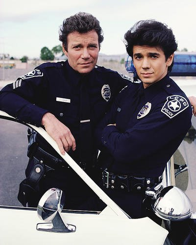 moviestore-william-shatner-als-sgt-tj-hooker-unt-adrian-zmed-als-officer-vince-romano-in-tj-hooker-2