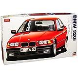 Hasegawa BMW 3er E36 320i Limousine Rot 1990-2000 Kit Bausatz 1/24 Modell Auto mit individiuellem Wunschkennzeichen