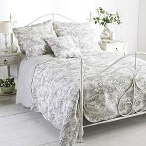 couvre lit matelass coton canterbury tales toile jouy blanc gris 265x195cm. Black Bedroom Furniture Sets. Home Design Ideas