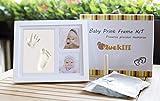 Muckili marco de fotos para bebé – marco huella de mano y pie – efecto 3D – lindo regalo para el nacimiento o bautizo – Perfecto regalo para un babyshower – marco de madera en blanco brillante de alta calidad – lindo recuerdo con 2 fotos