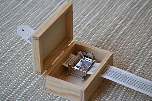 Pack DIY para hacer tu propia caja de música. Contiene manivela musical personalizable y caja de madera adaptada. 13x9 cms y cierre