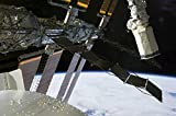 Stocktrek Images – The end effector of Endeavour's robot arm appears amidst elements of the International Space Station. Photo Print (87,88 x 58,42 cm)