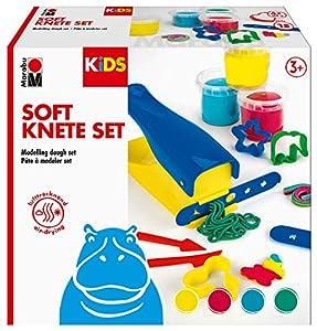 Marabu 0312000000002 Kids Soft Set para niños con 4 amasadores de 150 g, amasadora con 2 Accesorios, 6 moldes para Galletas y 2 Herramientas, Regalo Ideal, Set Creativo