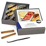 """Gewürze Geschenkset """"Süße Verführung"""" – Gewürzbox Geschenk inkl Rezept für 3 Desserts – Mango Panna Cotta, Frucht Gratin in Weißwein, Mousse au Chocolat mit Pfeffer Birnen Kompott -– mit BIO Gewürzen"""