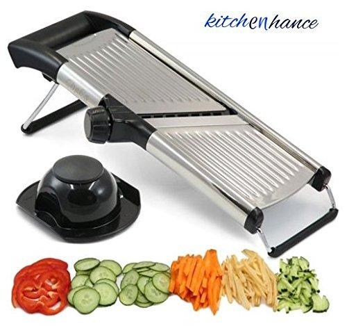 Mandolina ajustable por Chef 's INSPIRATIONS. Ideal para cortar alimentos, frutas y verduras. Cortador en juliana de grado profesional. Con cepillo de limpieza.Acero inoxidable.