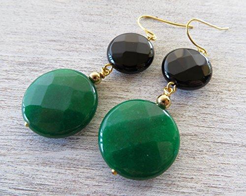 Orecchini con giada verde smeraldo e onice nero sfaccettato, orecchini pendenti, gioielli con pietre naturali, accessori moda, bijoux artigianali