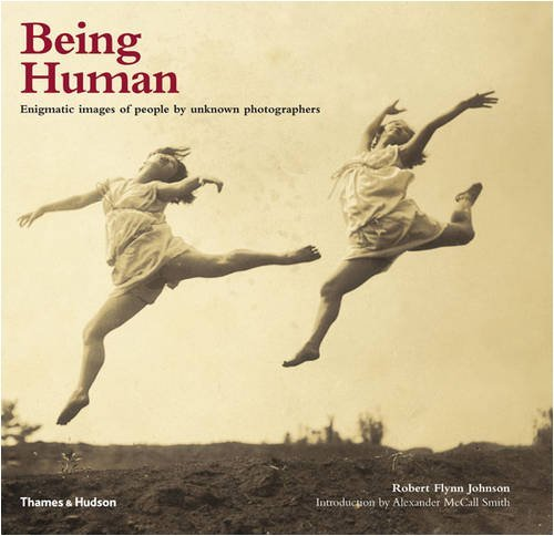 Portada del libro Being Human: Enigmatic Images of People by Unknown Photographers by Robert Flynn Johnson (2009-04-06)