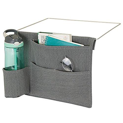 Mdesign portaoggetti da letto appendibile - spazioso organizer in cotone - con 4 tasche - tasche portaoggetti laterali per bottiglie d'acqua, telecomando, tablet, orologio & co. - grigio scuro