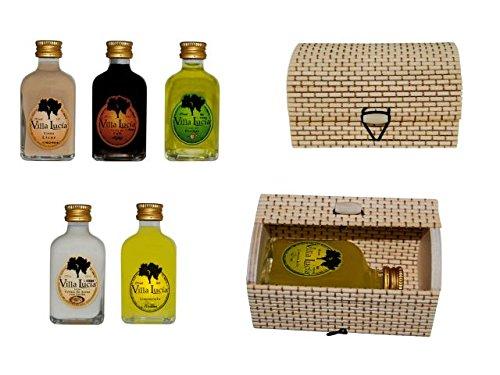 Estupendas botellas de licor presentadas en unas elegantes cajas de mimbre rectangulares. Material: Cristal y mimbre. Medidas:(8 cm. - 5 cl.)(10,5 x 6 cm.)Sabores licores: Crema, café, hierbas, arroz con leche y limoncielo.