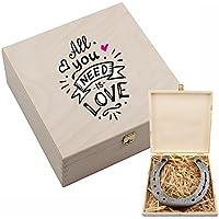 """Hufeisen-Box mit Motiv """"All you need is love"""" – Hochzeitsgeschenk – Geschenk zur Hochzeit – Geschenkidee für Paare – Valentinstagsgeschenk – Geschenk zum Valentinstag für sie & ihn"""