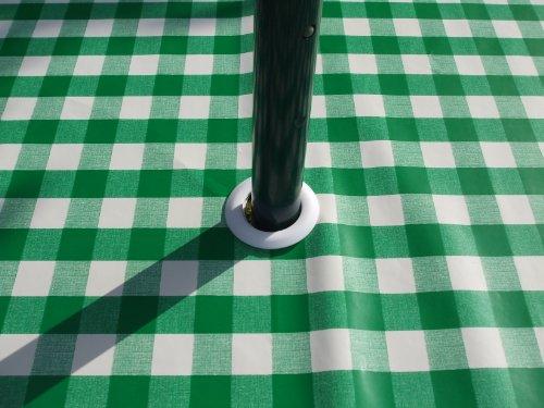 THE TABLECLOTH COMPANY 140 x 250 cm Ovale en PVC/Vinyle Nappe - Vichy Vert avec Trou de Parasol